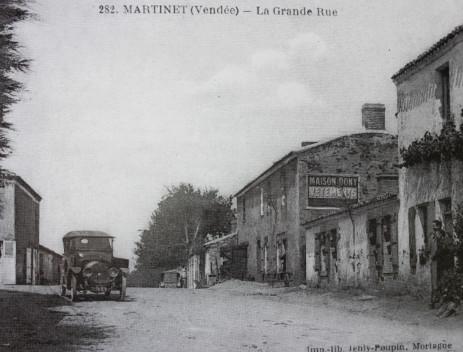 Centre bourg vers les années 1920.