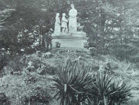 Parc de la Salette; La Sainte Montagne ici en 1895.